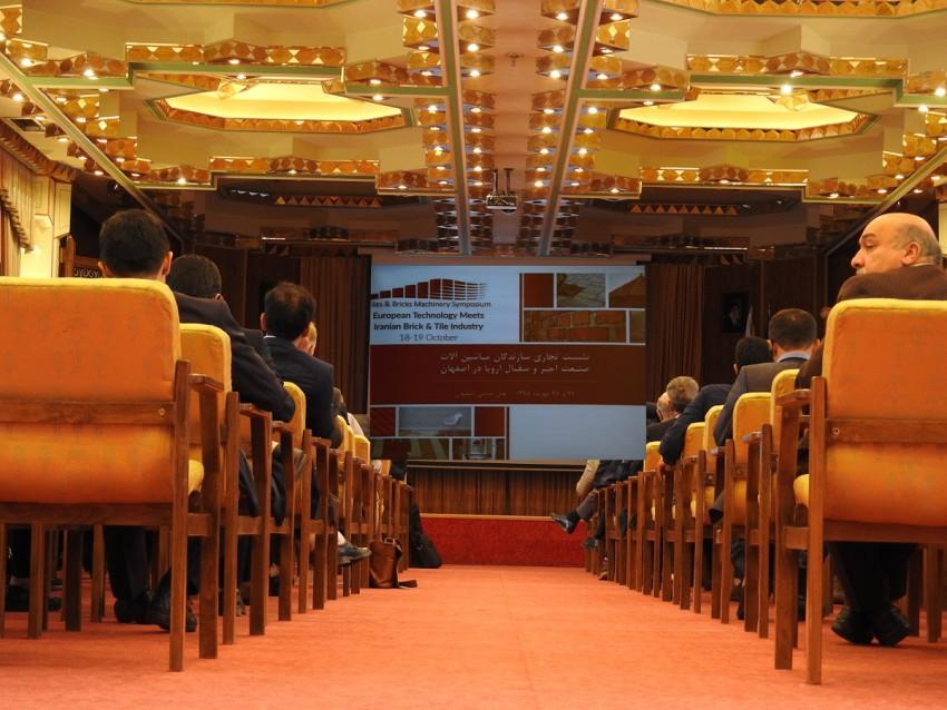 نشست تجاری سازندگان ماشين الات صنعت آجر و سفال اروپا در اصفهان